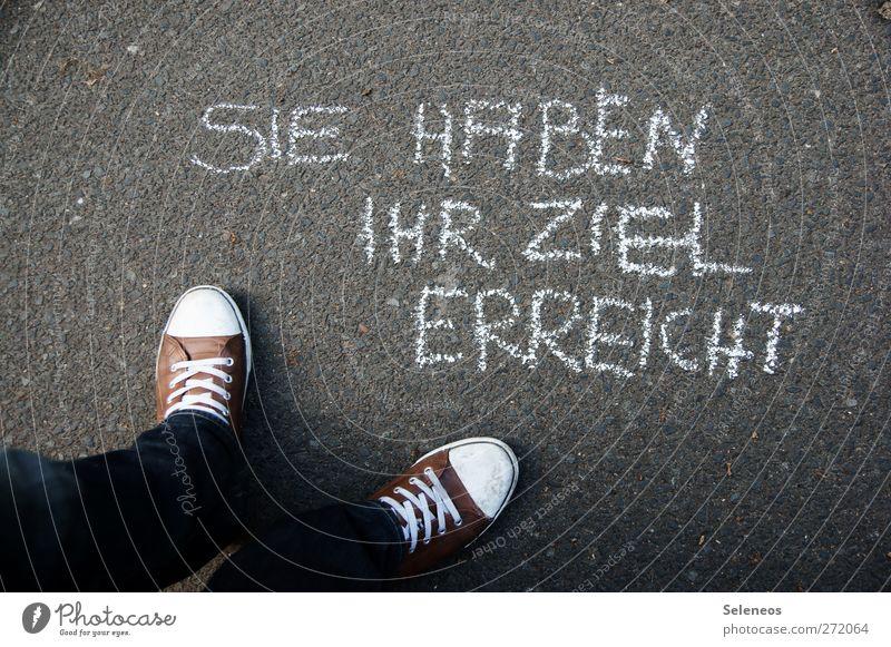 Endhaltestelle Freizeit & Hobby Ferien & Urlaub & Reisen Tourismus Ausflug Mensch Fuß 1 Straße Schuhe Turnschuh Zeichen Schriftzeichen Schilder & Markierungen