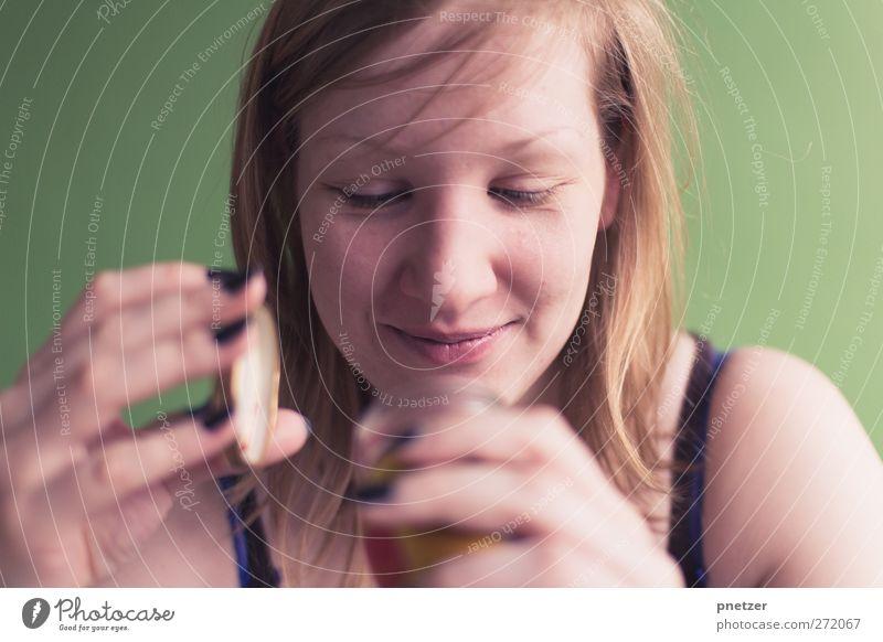 Überraschung Mensch Jugendliche grün Erwachsene Gesicht feminin Gefühle Haare & Frisuren lachen Kopf Junge Frau Körper Glas blond 18-30 Jahre Lifestyle