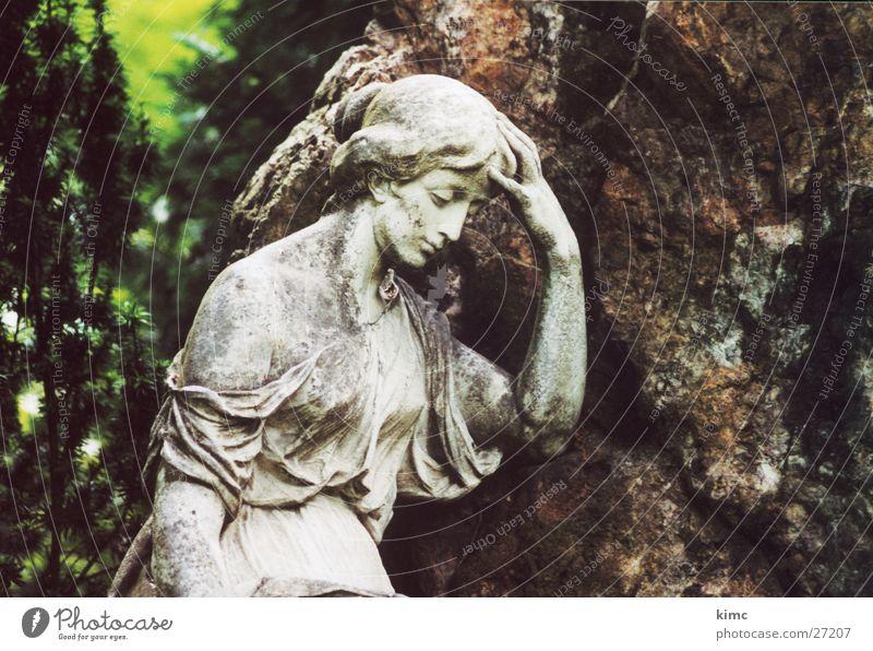 Abschied nehmen Mensch Trauer weinen Erinnerung Friedhof Grab Grabmal Offenbach