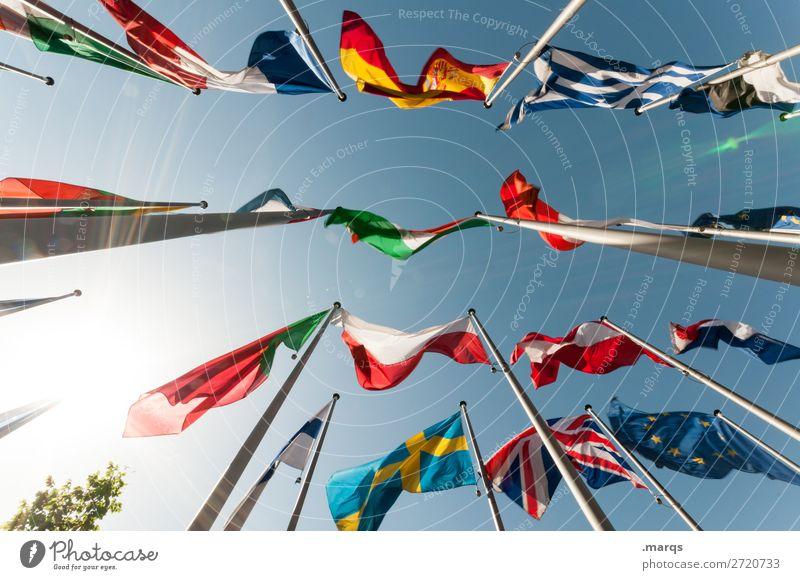 Flaggen Wolkenloser Himmel Zeichen Fahne viele Freiheit Politik & Staat Europa international Farbfoto Außenaufnahme Menschenleer Hintergrund neutral Sonnenlicht