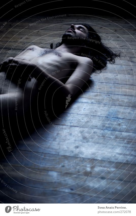 mir steht der sinn, nach nichts zumute. Mensch Jugendliche Erwachsene dunkel Tod nackt Traurigkeit Denken träumen Körper Junger Mann maskulin 18-30 Jahre Boden
