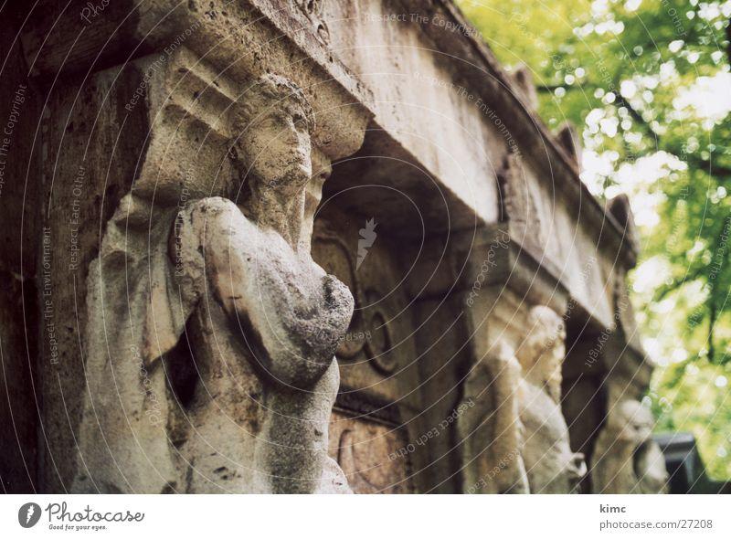 Grab im Alten Friedhof Offenbach Tod Stein Architektur Statue Grabmal