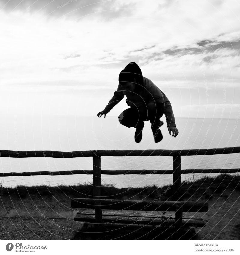 Hiddensee | Tribute to Kalle Jump Mensch Himmel Jugendliche Meer Wolken dunkel Spielen Küste springen Kraft Geländer sportlich Momentaufnahme Dynamik Parkbank