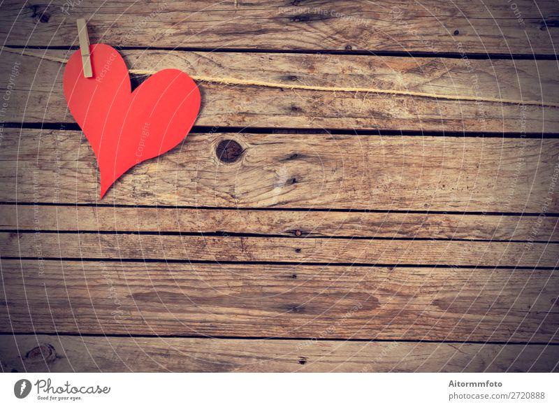 Vintage-Herz Glück Valentinstag Hochzeit Seil Papier Holz alt hängen Liebe retro rot Leidenschaft Romantik Wäscheleine Wäscheklammern Hintergrund Postkarte