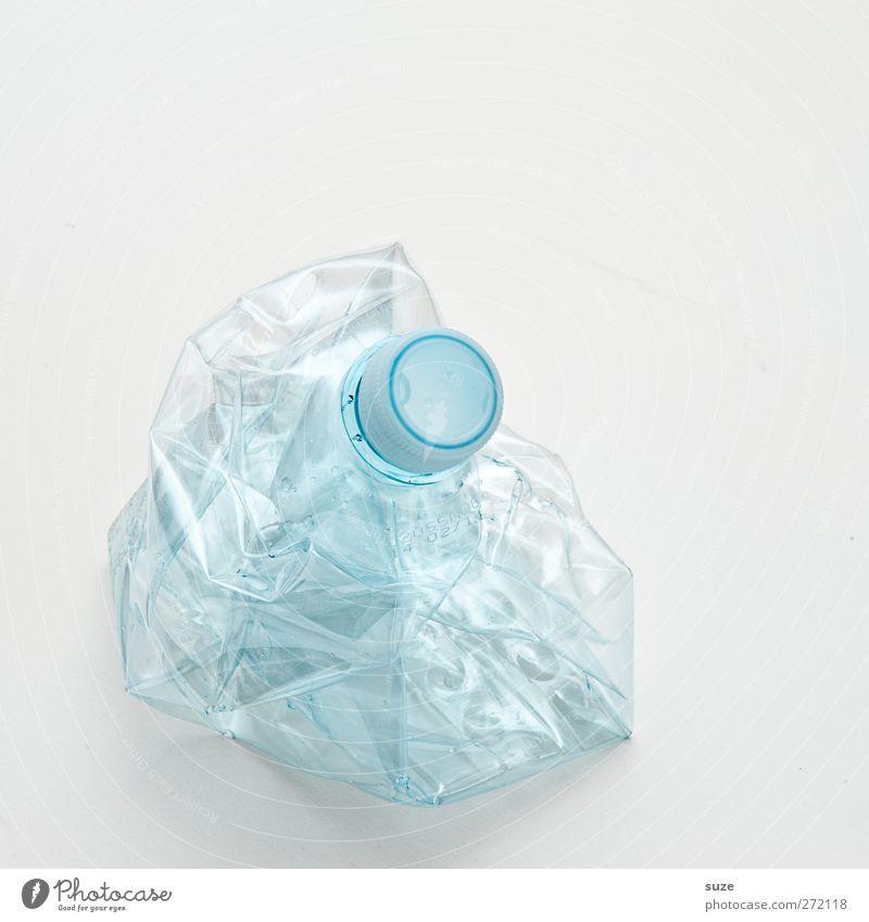 Noch so ne Flasche Umwelt Verpackung Kunststoffverpackung hell kaputt Sauberkeit Durst Umweltschutz Recycling Pfandflasche hell-blau Klarheit Müll