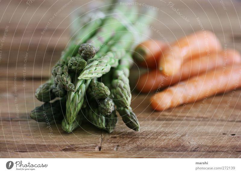 Sparotten grün Gesundheit braun orange Lebensmittel Ernährung Gesunde Ernährung Fitness Gemüse lecker Bioprodukte Möhre Vegetarische Ernährung Spargel Holztisch