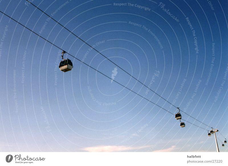 Lissabon 03 Himmel hoch Luftverkehr Zukunft Portugal Seilbahn Weltausstellung