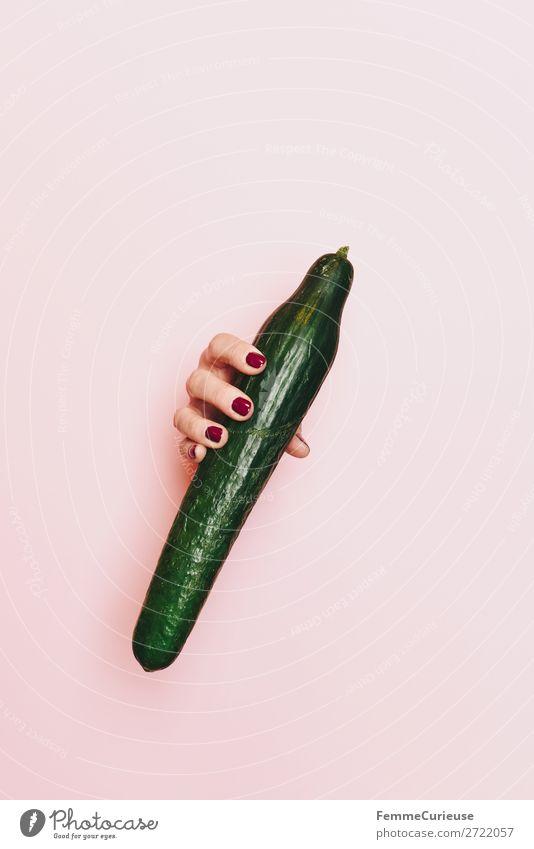 Hand of a woman holding a cucumber Ernährung Frühstück Abendessen Picknick Bioprodukte Vegetarische Ernährung Diät feminin 1 Mensch Gesundheit Gurke grün rosa