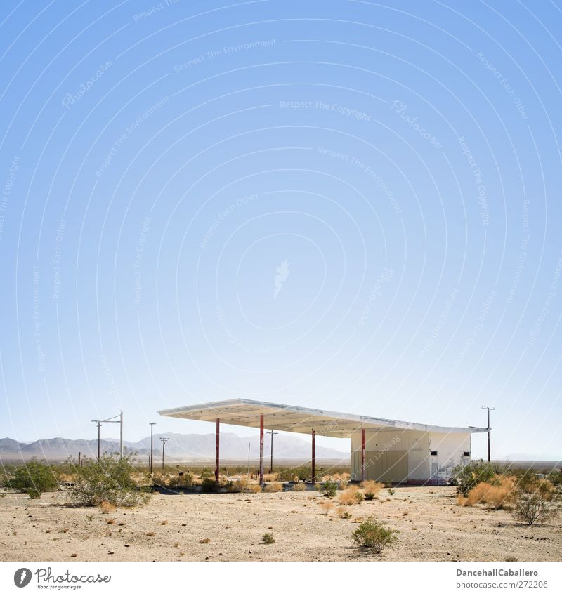 Verlassene Tankstelle in der Wüste USA Technik & Technologie Gebäude Zapfsäule Einsamkeit geschlossen Verkehr Rohstoffe & Kraftstoffe Lockdown Wissenschaften