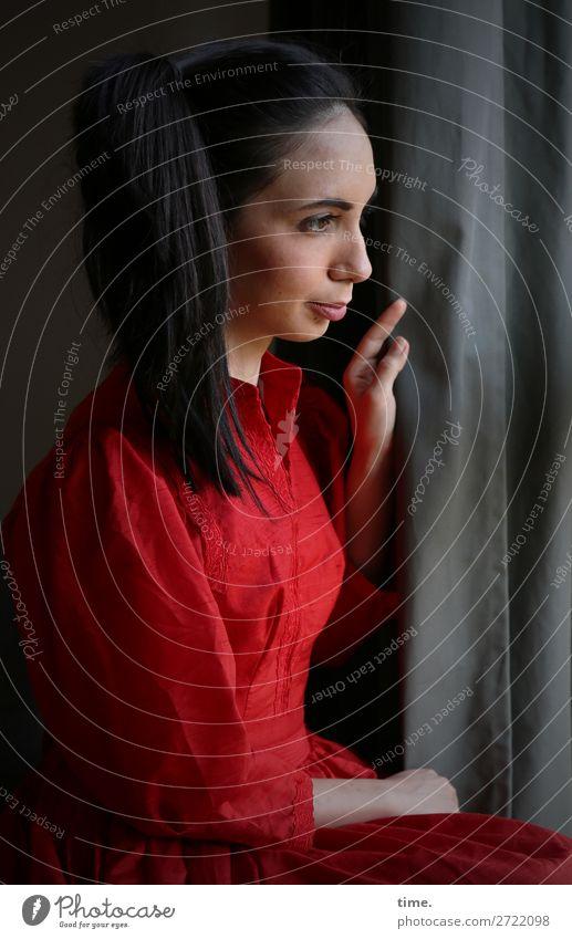 am Fenster Raum Vorhang Gardine feminin Frau Erwachsene 1 Mensch Kleid schwarzhaarig langhaarig Zopf beobachten Denken festhalten Blick sitzen warten dunkel