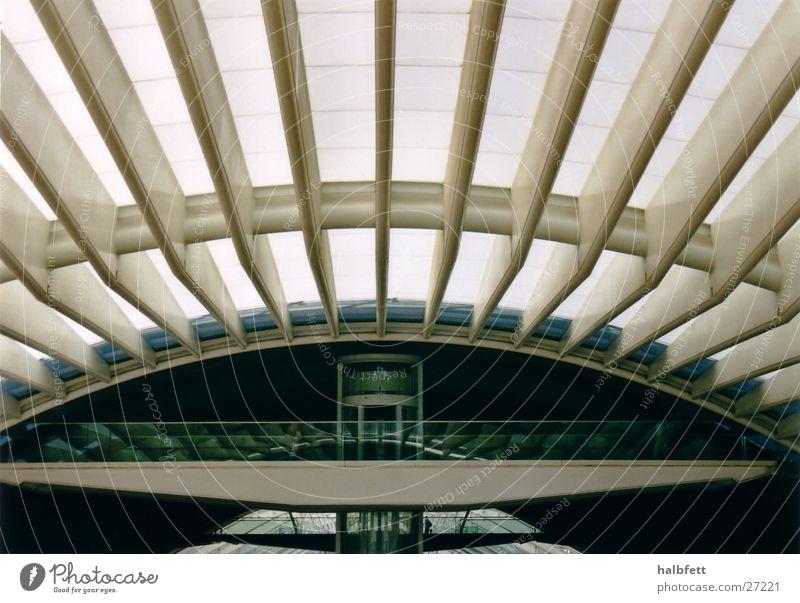 Lissabon02 Architektur Zukunft rund Bahnhof Portugal Lissabon Weltausstellung