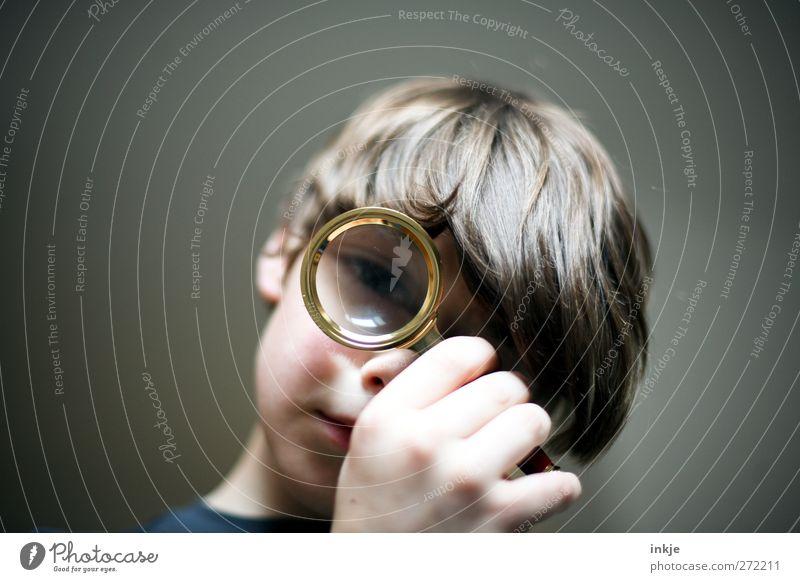 Sherlock Freizeit & Hobby Spielen Kinderspiel Kindererziehung Bildung lernen Junge Kindheit Leben Gesicht 1 Mensch 8-13 Jahre Lupe beobachten entdecken Blick