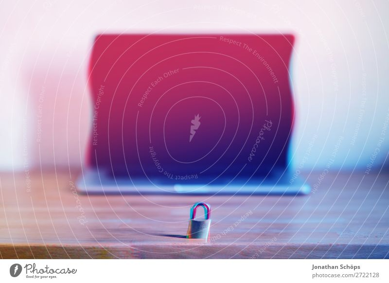 Notebook mit Schloss als Symbol für die Verschlüsselung gdpr Allgemeine Datenschutzbestimmungen große Datenmengen binär verschlüsselt Business Konformität