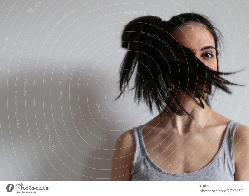 GizzyLovett Frau Mensch schön Erwachsene Leben feminin außergewöhnlich Haare & Frisuren fliegen Kraft Kreativität Perspektive beobachten Coolness