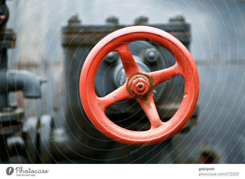 am rad drehen alt rot Zukunft Industrie retro rund Technik & Technologie Industriefotografie Wissenschaften Stahl Rad Eisenrohr Maschine hart Fortschritt