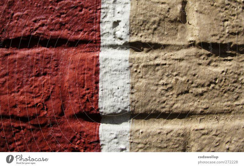 hannoversche mauer Bauwerk Mauer Wand rot weiß bemalt hellbraun Backsteinwand Farbfoto Außenaufnahme Nahaufnahme Muster Strukturen & Formen Menschenleer