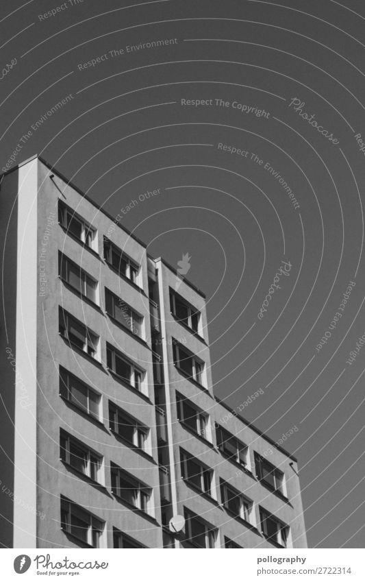 minimal alt Stadt weiß Haus Fenster schwarz Wand Gebäude Mauer Fassade Häusliches Leben Angst Hochhaus Kultur Beginn fest