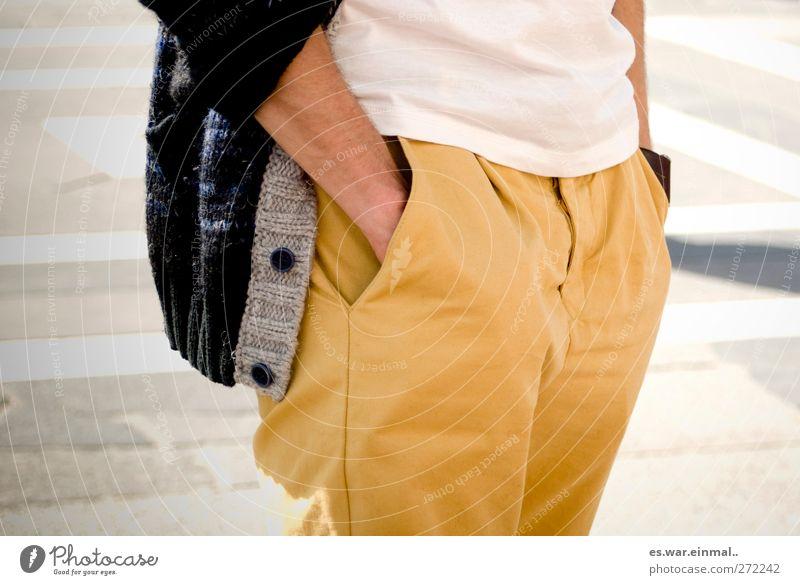 voll berlin. Mensch Stil Mode Junger Mann maskulin modern ästhetisch stehen Coolness einzigartig einfach Hose sportlich trendy Inspiration lässig