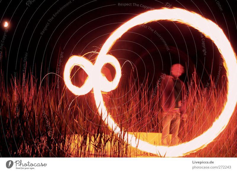 Feuerrad Mensch maskulin Mann Erwachsene Körper 2 Umwelt Natur Landschaft leuchten Brand Farbfoto Außenaufnahme Nacht Licht Schatten Lichterscheinung Gegenlicht