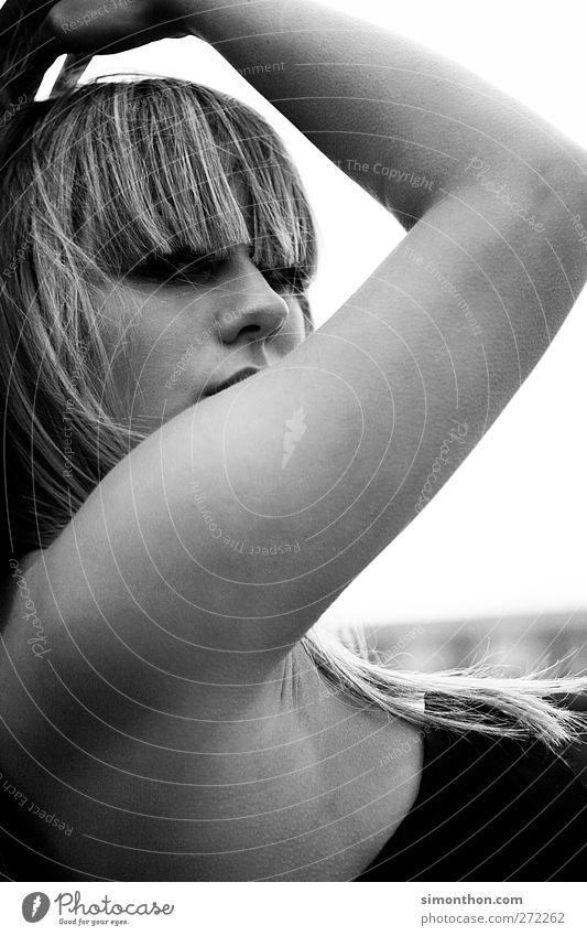 pose Mensch schön Haare & Frisuren blond Arme Lifestyle einzeln Beautyfotografie Körperhaltung Model Gesichtsausdruck Pony gestikulieren Hochmut Haarschnitt