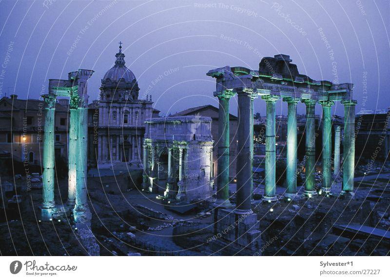 Forum Romanum Rom Italien Nacht grün Licht antik Europa Säule Beleuchtung