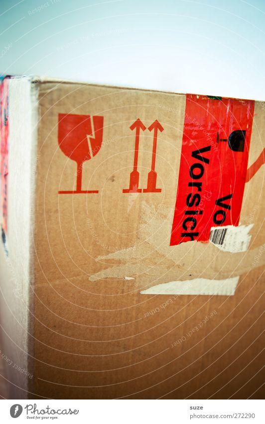 Kartonage Umzug (Wohnungswechsel) Glas Schriftzeichen Hinweisschild Warnschild Pfeil einfach rot Typographie Warnhinweis Etikett Klebeband Umzugskarton