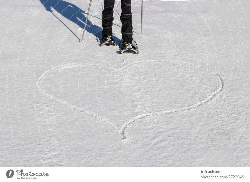 Herz im Schnee, Schneeschuhwandern Leben Sport Wintersport Beine 1 Mensch Zeichen Liebe Freiheit Freizeit & Hobby Lebensfreude Leidenschaft herzförmig zeichnen