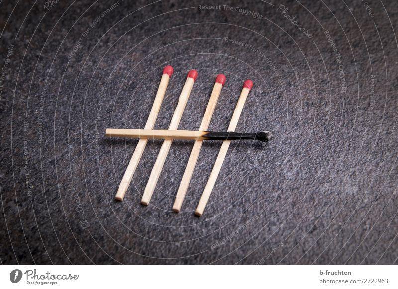 jeder fünfte Zeichen gebrauchen 5 Streichholz zählen abgebrannt brennen gebraucht Farbfoto Innenaufnahme Nahaufnahme Detailaufnahme Menschenleer