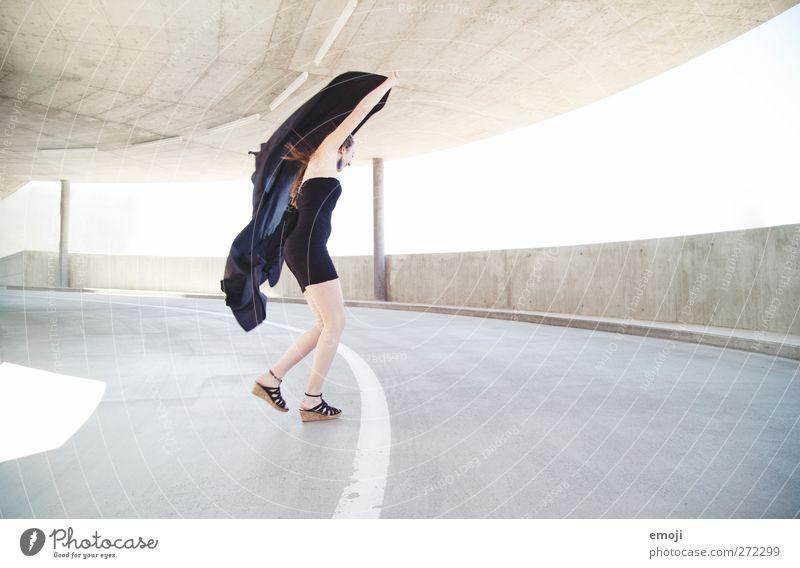 wuuusch: 1111 feminin Junge Frau Jugendliche Mensch 18-30 Jahre Erwachsene Veranstaltung Mode Kleid schön Leichtigkeit Lebensfreude dünn Tuch Wind Tanzen