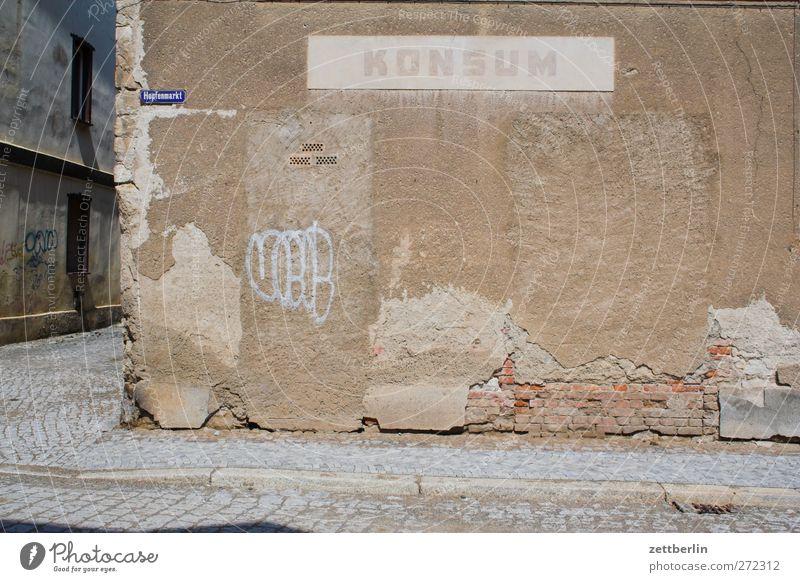Konsum alt Stadt Haus Wand Architektur Mauer Gebäude Fassade geschlossen kaufen Dorf Bauwerk Dienstleistungsgewerbe Ladengeschäft Handel Ruine