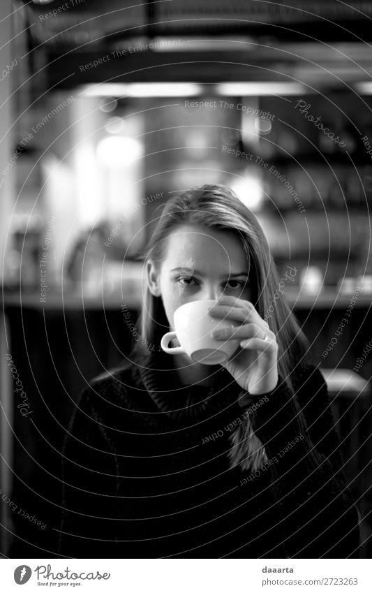 Mensch Jugendliche Junge Frau Freude Lifestyle Leben Wärme feminin Gefühle Stimmung Häusliches Leben Freizeit & Hobby Fröhlichkeit niedlich Kaffee Getränk