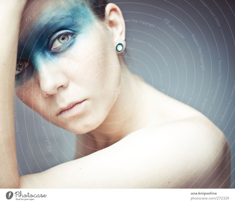 nach neuen meeren Mensch Frau Jugendliche blau schön Erwachsene Gesicht feminin Gefühle Traurigkeit Denken träumen Junge Frau Arme warten 18-30 Jahre