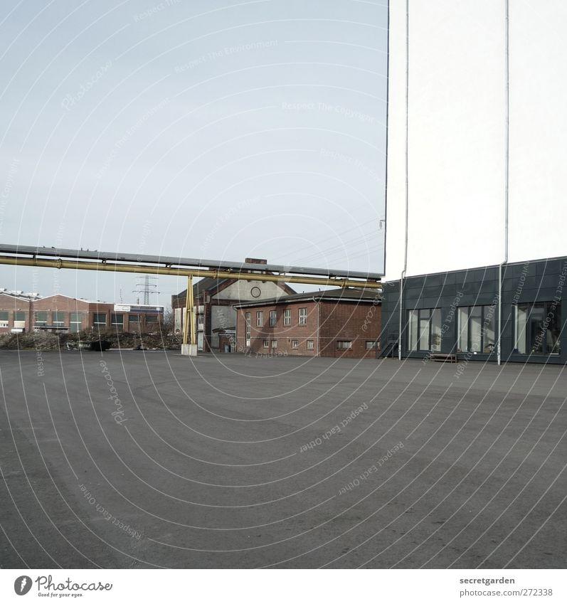 creative industries. Industrie Wolkenloser Himmel Schönes Wetter Industrieanlage Fabrik Platz Bauwerk Gebäude Architektur kalt Sauberkeit blau grau weiß leer