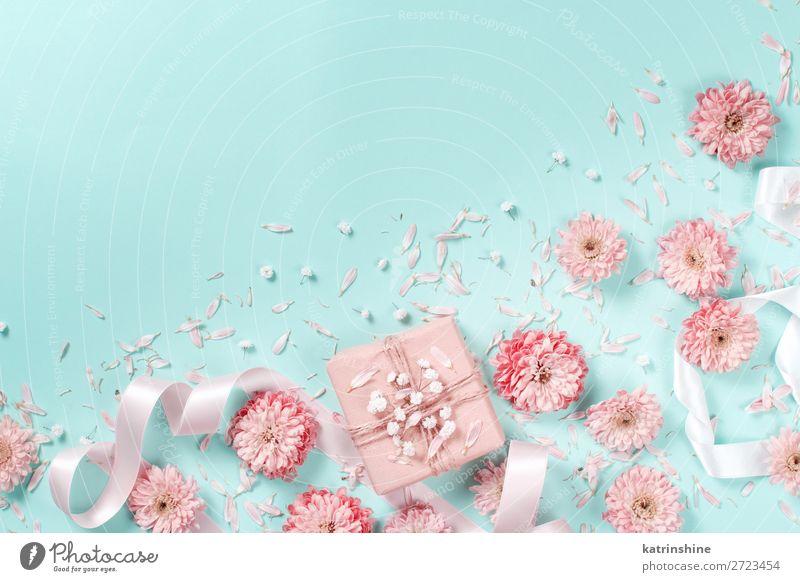 Blumenkomposition mit Blumen und Geschenkbox Design Dekoration & Verzierung Hochzeit Frau Erwachsene Mutter Kunst Schnur oben gelb rosa Kreativität Hintergrund