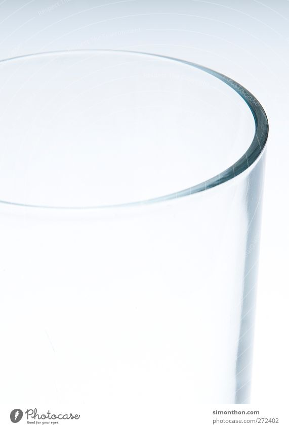 Glas Getränk Trinkwasser sparsam trinken leer Durst Armut halbvoll Farbfoto