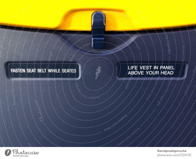 Warnschild für Flugzeugsitzablage Sicherheit Luftfahrzeug Zeichen Ferien & Urlaub & Reisen Etage fliegen Verwarnung Menschenleer Verkehr Nahaufnahme Sitz
