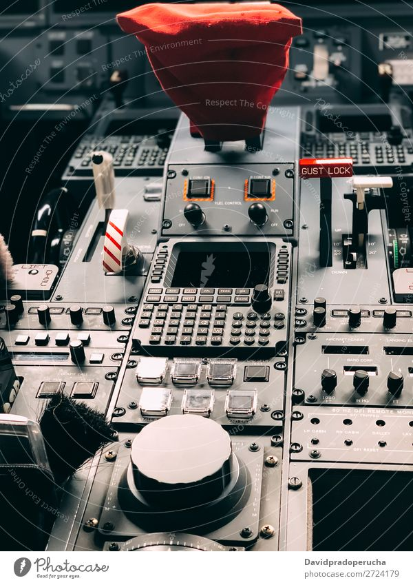 Innenraum einer Pilot-Cockpit-Kabine Privatjet Knöpfe Flugdeck Innenarchitektur Düsenflugzeug privat Bildschirm Reichtum Luftverkehr Sitz Technik & Technologie