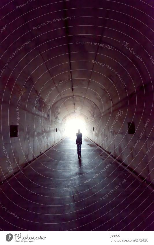 Der letzte Weg feminin Frau Erwachsene 1 Mensch Tunnel gehen dunkel Unendlichkeit hell grau weiß Vorfreude Mut Vorsicht ruhig Glaube Religion & Glaube Tod