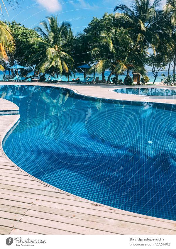 Malediven Insel Luxus Resort Schwimmbad Ferien & Urlaub & Reisen Lagune Idylle Reichtum Landschaft Küste tropisch Paradies exotisch Riff Aussicht Atoll