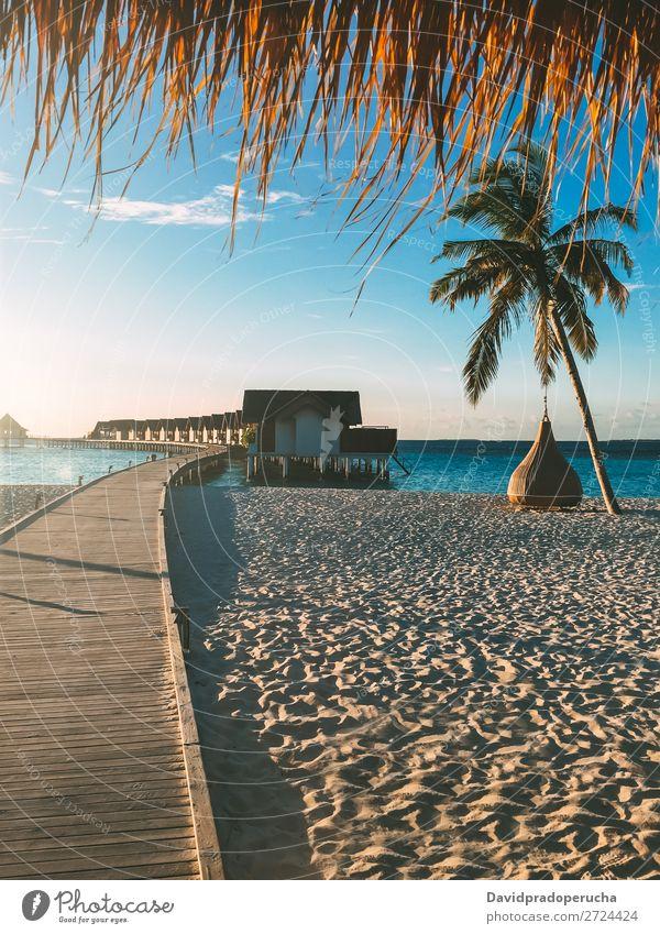 Malediven Insel Luxus Strand Resort Sonnenuntergang Anlegestelle Ferien & Urlaub & Reisen Lagune Idylle Reichtum Landschaft Küste tropisch Paradies exotisch