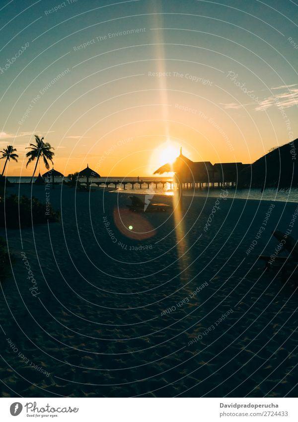Malediven Insel Luxus Strand Resort Sonnenuntergang Sand Ferien & Urlaub & Reisen Meer Ferienhaus Lagune Idylle Reichtum Landschaft Küste tropisch Paradies