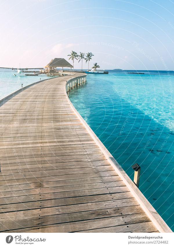 Malediven Insel Luxusresort Holzpier Anlegestelle Ferien & Urlaub & Reisen Ferienhaus Meer Lagune Idylle Reichtum Landschaft Küste tropisch Paradies exotisch