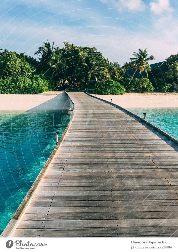 Malediven Insel Luxusresort Holzpier Strand Anlegestelle Ferien & Urlaub & Reisen Meer Lagune Sand Idylle Reichtum Landschaft Küste tropisch Paradies exotisch
