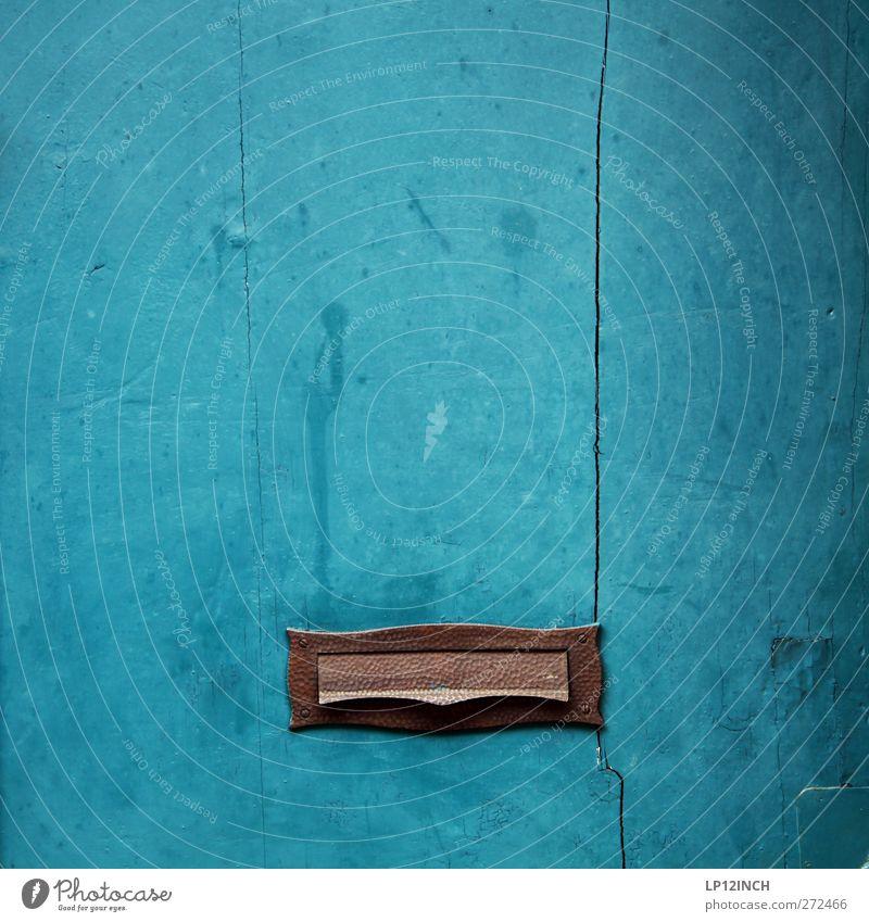 PHOTOCASE Beschwerdebriefkasten blau Holz Tür schreiben Brief Post werfen Briefkasten einwerfen