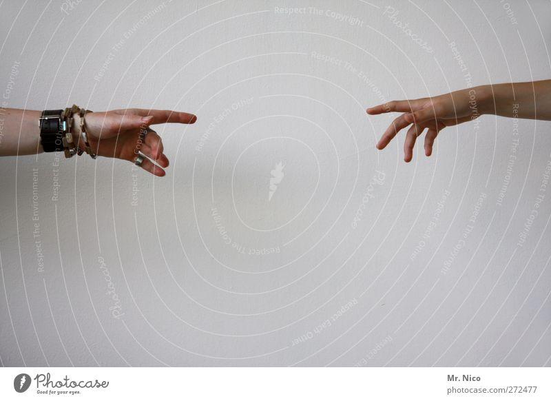 fingerspitzengefühl Mensch feminin Arme Hand Finger Schmuck berühren Vertrauen Geborgenheit Sympathie Freundschaft Mitgefühl Solidarität Hilfsbereitschaft
