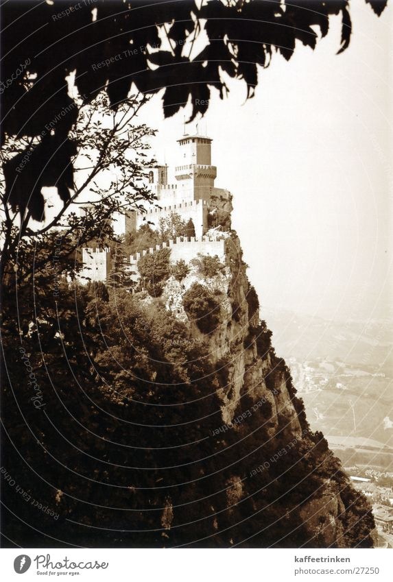 San Marino - Italien Festung Klippe Berghang Tourist Attraktion Europa mediteran Sepia Schwarzweißfoto Burg oder Schloss