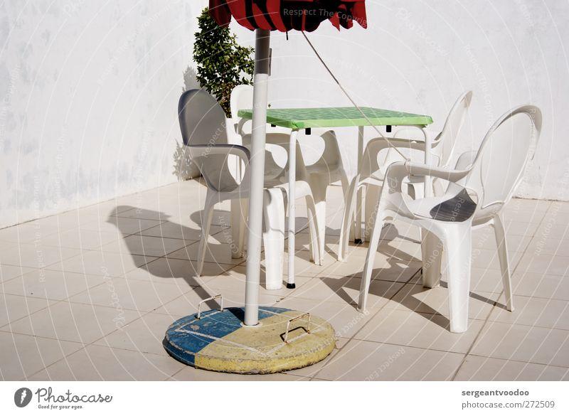 Camping Trinidad - return to Lagos Häusliches Leben Garten Möbel Stuhl Tisch Gartenmöbel Sonnenschirm Fliesen u. Kacheln Strandbar Mauer Wand Balkon Terrasse