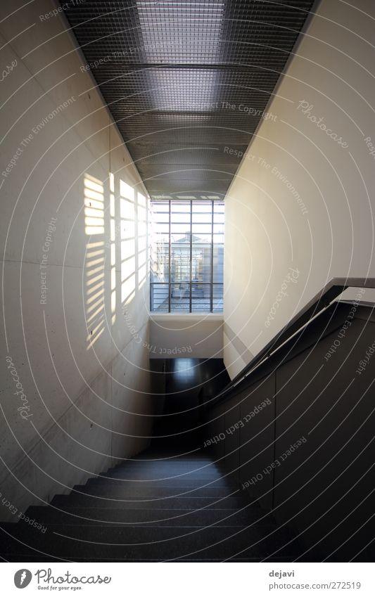vom Dunkel ins Licht Menschenleer Architektur Mauer Wand Treppe Fenster dunkel hell Schwarzweißfoto Innenaufnahme Strukturen & Formen Schatten Kontrast