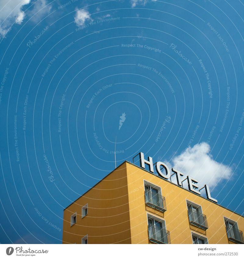 Wie bei Muddern Ferien & Urlaub & Reisen Stadt blau Sommer Haus gelb Architektur Gebäude Fassade Tourismus Häusliches Leben Hochhaus hoch Ausflug Dach Bauwerk