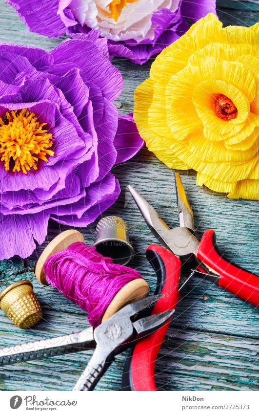 Bunte Blumen aus handgeschöpftem Papier Dekoration & Verzierung selbstgemacht Handwerk handgefertigt Design Hobby Kunst geblümt Basteln farbenfroh Blüte Schere